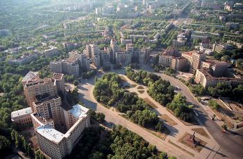 Прощадь свободы - неплохое место в Харькове для свадебного видео